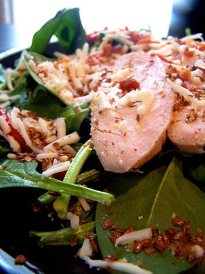 Roasted Red Peppers and Spinach Salad with Leftover Chicken and Flaxseeds