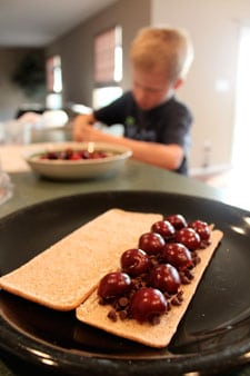 Grilled Chocolate and Cherries - step 3