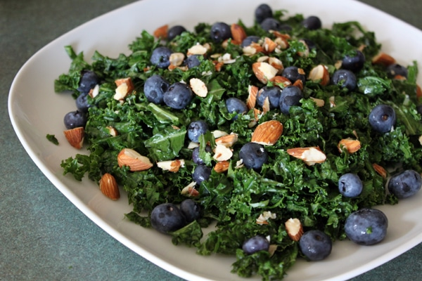 Kale and Blueberry Salad with Creamy Strawberry Dressing - step 3