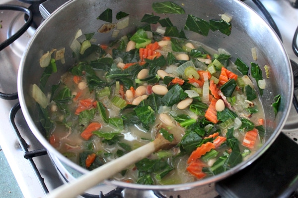 Collard Green soup with Cannelloni Beans - step 3