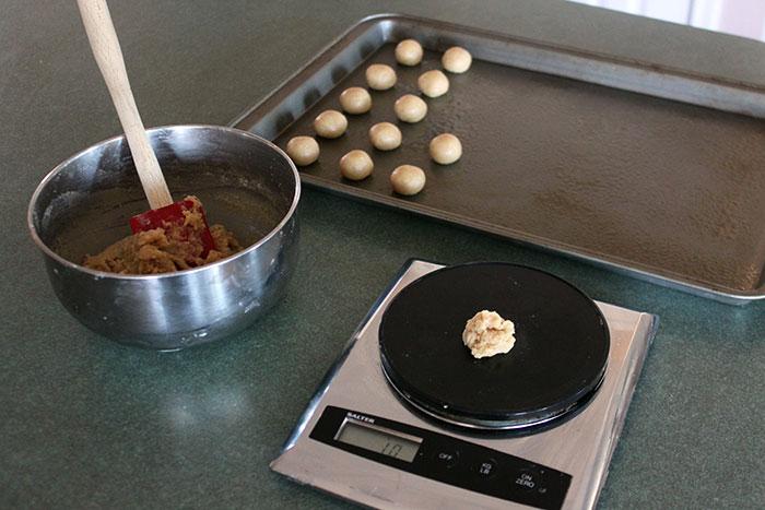 Measuring Simple Almond-Oat Cookies