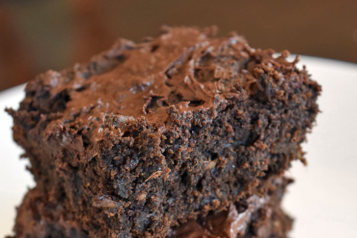 Healthy Brownies Made With Avocado and Dates! - Cut Brownies
